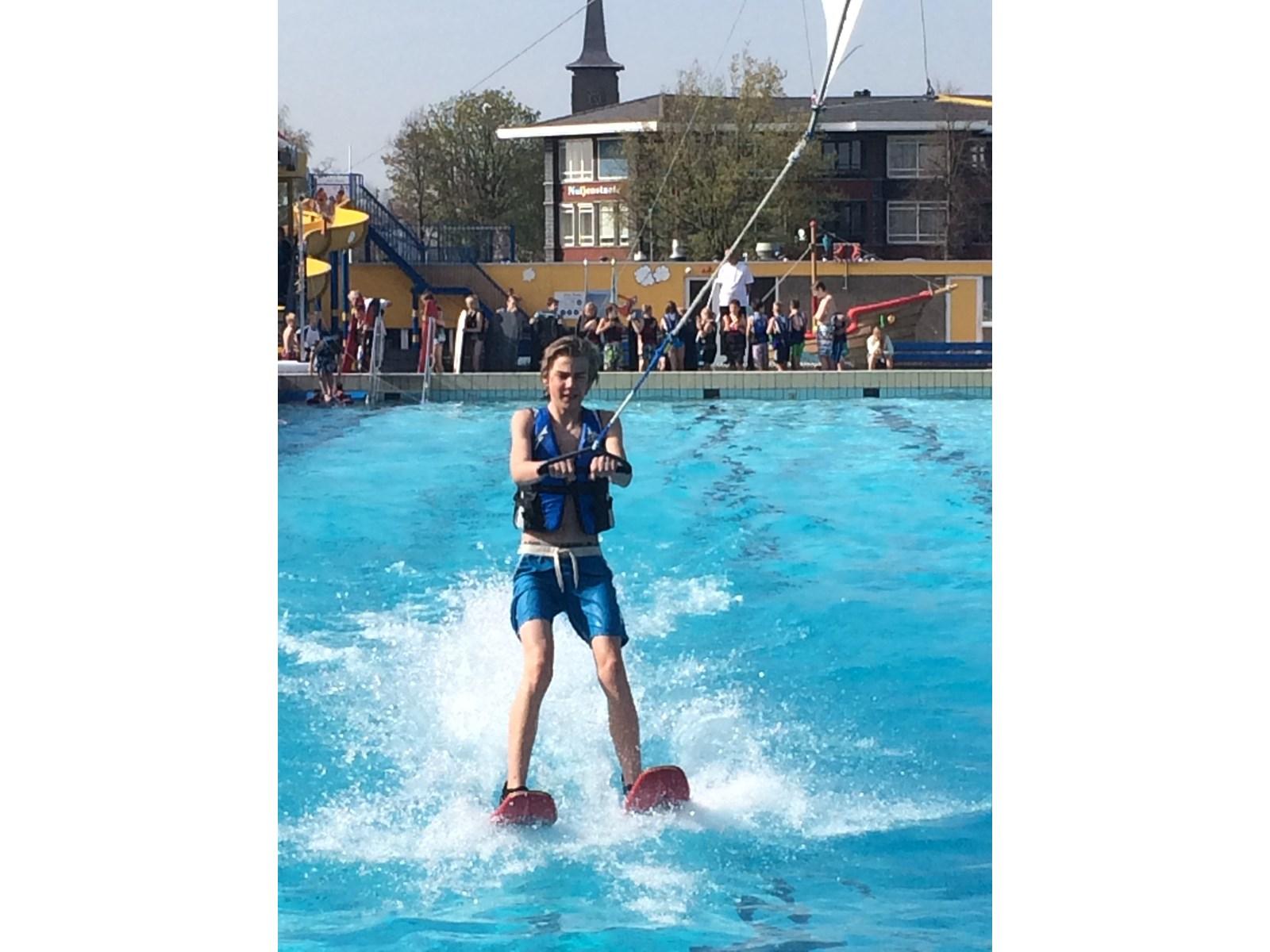 Zwembad de wijzend feestelijk geopend hoorngids de for Blokker zwembad